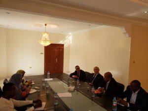 Monsieur Michel Sapin, ancien Ministre français et Président d'Honneur du club privé PPP en Mauritanie a rendu visite le mercredi 23 octobre 2019 à la Cellule PPP. Il y a été accueilli par le Coordonnateur Monsieur Ahmed Salem Tebakh et l'ensemble des experts.